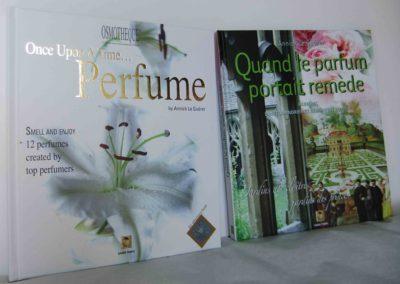 12 parfums de grands créateurs encapsulés dans un livre olfactif
